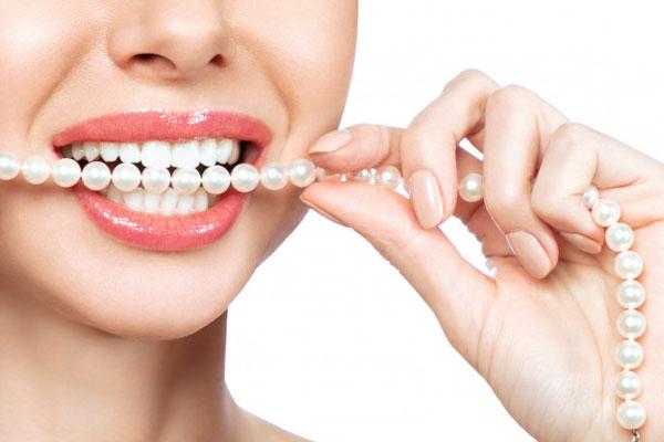 Không chỉ mang lại tính thẩm mỹ mà làm răng sứ còn rất an toàn và bền chắc