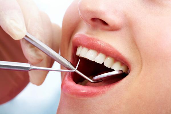 So với nhổ răng khôn thông thường, nhổ răng bằng máy siêu âm piezotome tốn nhiều chi phí hơn