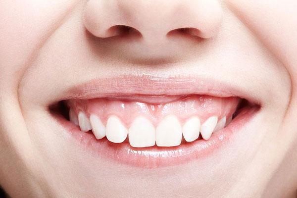 Phụ nữ cười hở lợi có đường tình duyên truân chuyên, gặp nhiều trắc trở