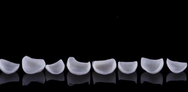 Không chỉ mang lại tính thẩm mỹ cao, dán sứ Veneer còn hạn chế mài răng với khả năng phục hình hoàn mỹ